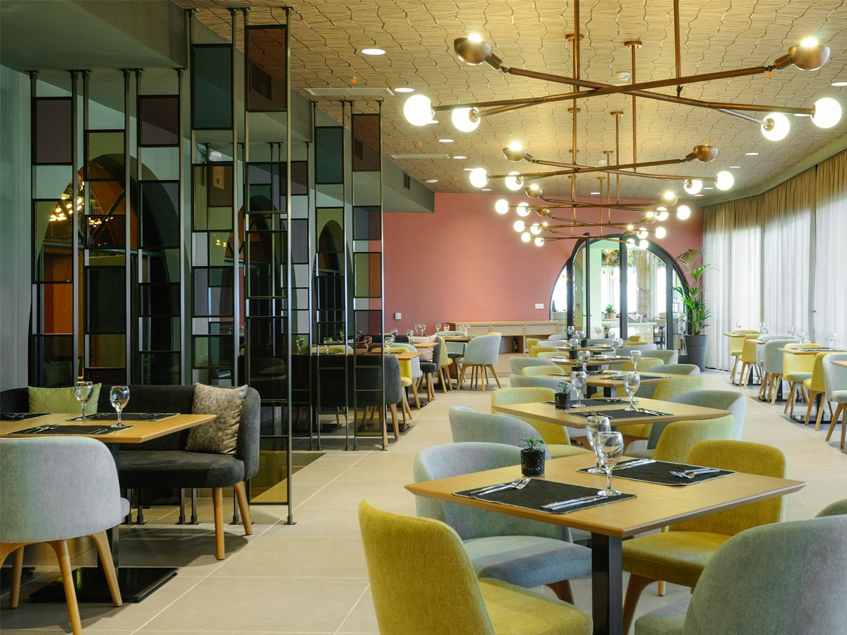 https://kraftpaints.gr/wp-content/uploads/2019/01/Dolce-Attica-Riviera-Main-restaurant.jpg